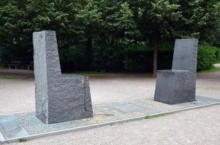 """""""Goethe - Hafis- Denkmal"""" in Weimar.  Erstellt von Fabian Rabsch und Ernst Thevis. 2000"""