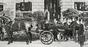 Muzaffar ad-Din Schah (reg. 1896-1907) mit dem Kanzler Amin as-Sultan (Hakim al-Mulk) während seiner ersten Reise nach Europa, 1900 © Nationalarchive Irans, Teheran
